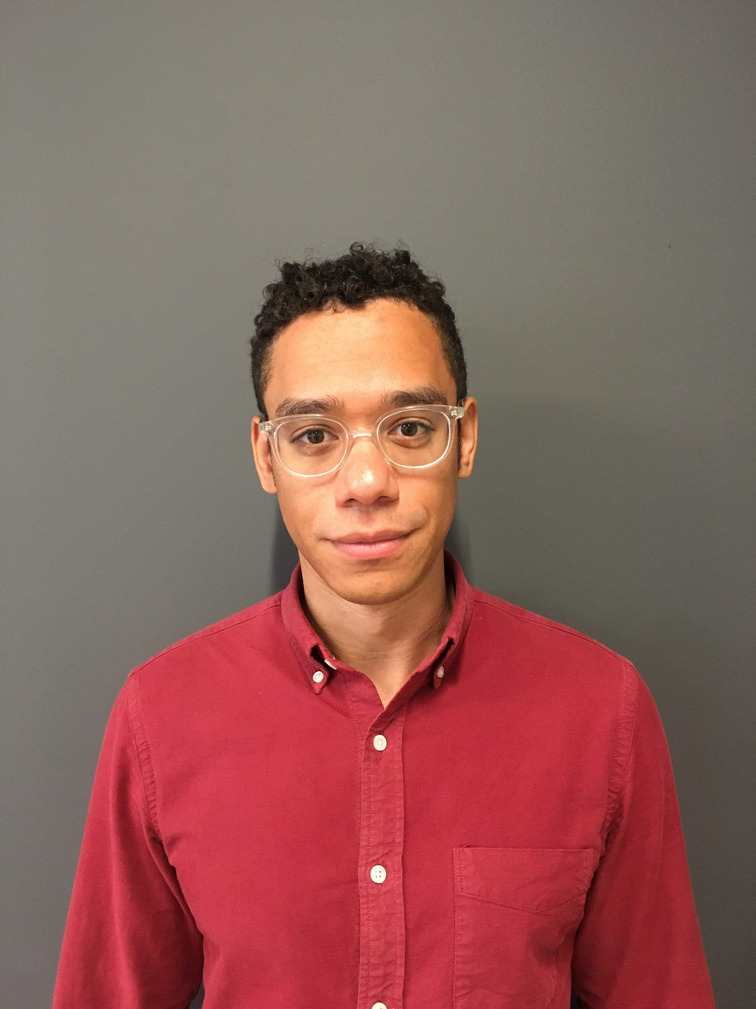 A photo of the writer Elliot Aguilar.